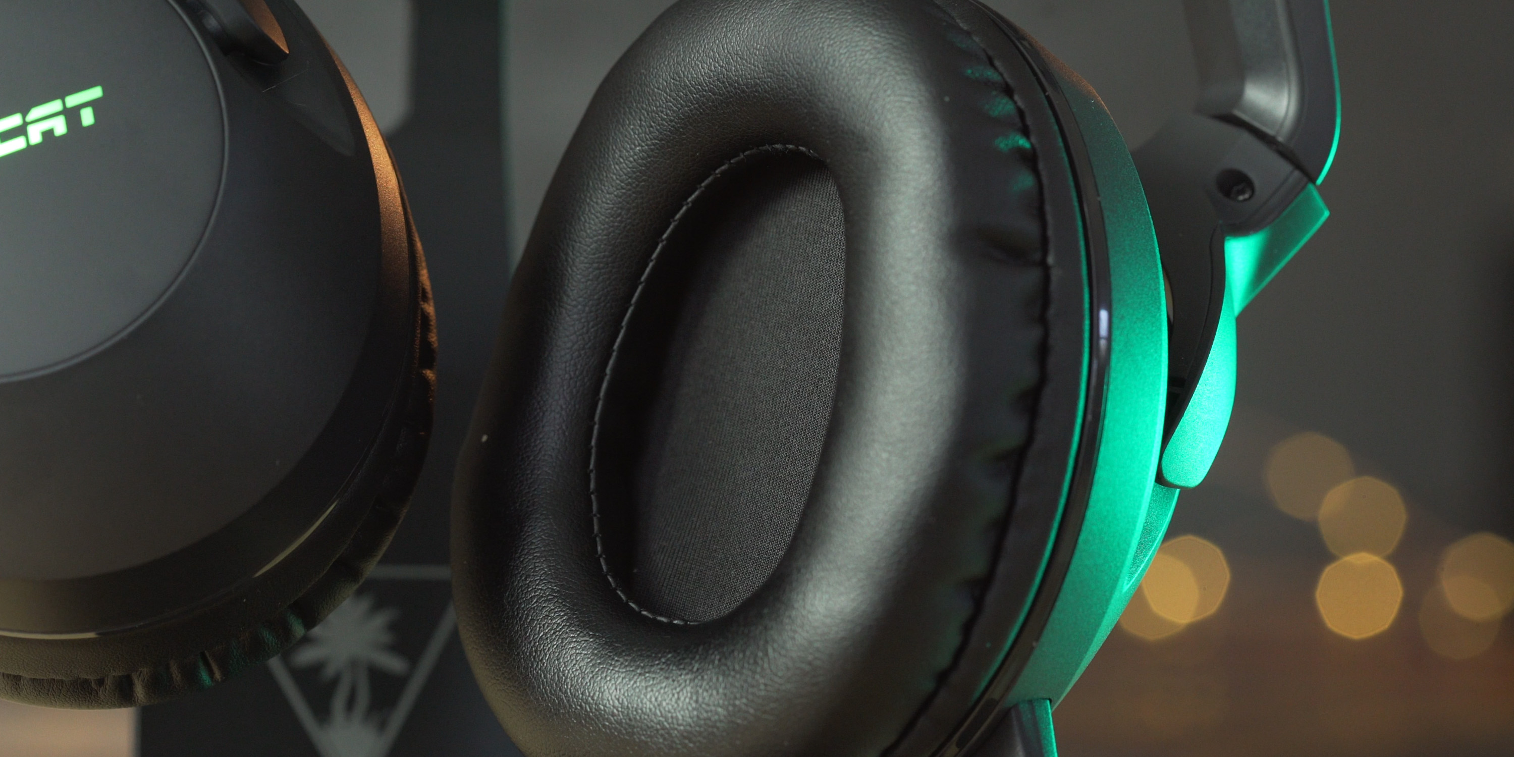 Earcups on the ROCCAT Elo 7.1 Air headset