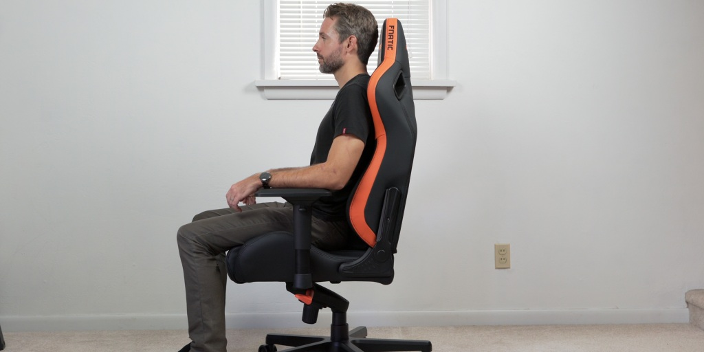 supporting up to 440lbs, the AndaSeat Fnatic Edition gaming chair can support many different body types.