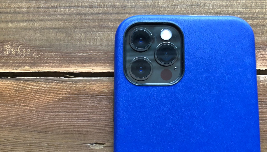 Bellroy Phone Case review camera lip