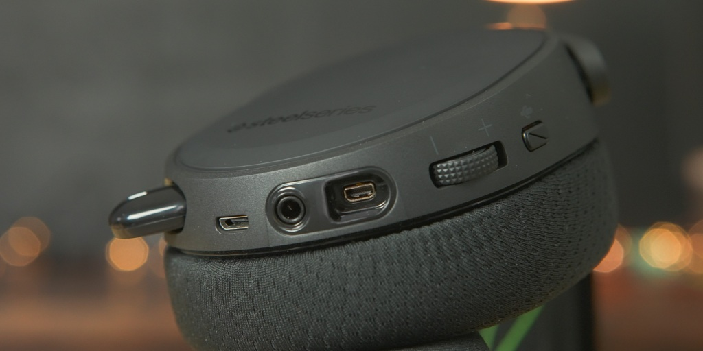 The SteelSeries Arctis 7X works with a huge range of devices thanks to its wireless dongle.