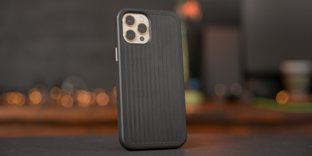 The Otterbox Mobile gaming slim easy-grip gaming case features CoolVergence technology to help keep a mobile device cooler while gaming.