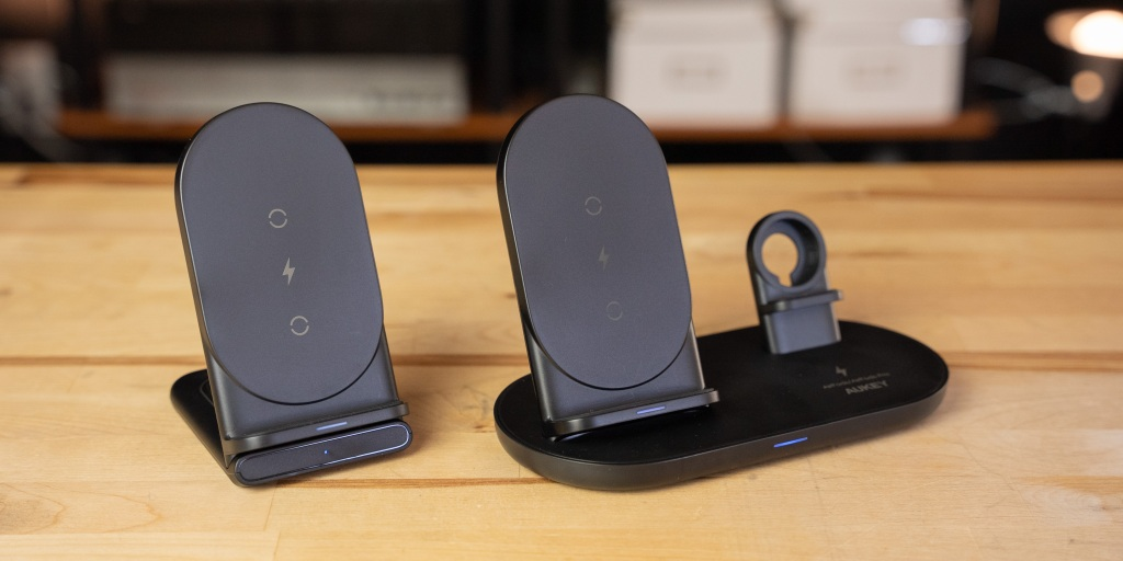 Bare Aukey Aircore wireless charging stands