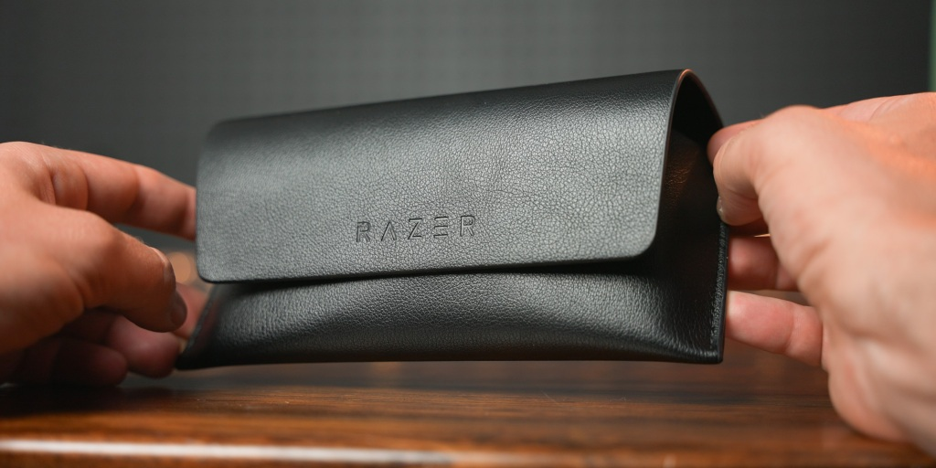 The protective case for Razer Anzu looks and feels great.
