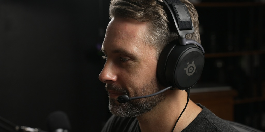 The Arctis Prime headset is very comfortable for extended gaming.