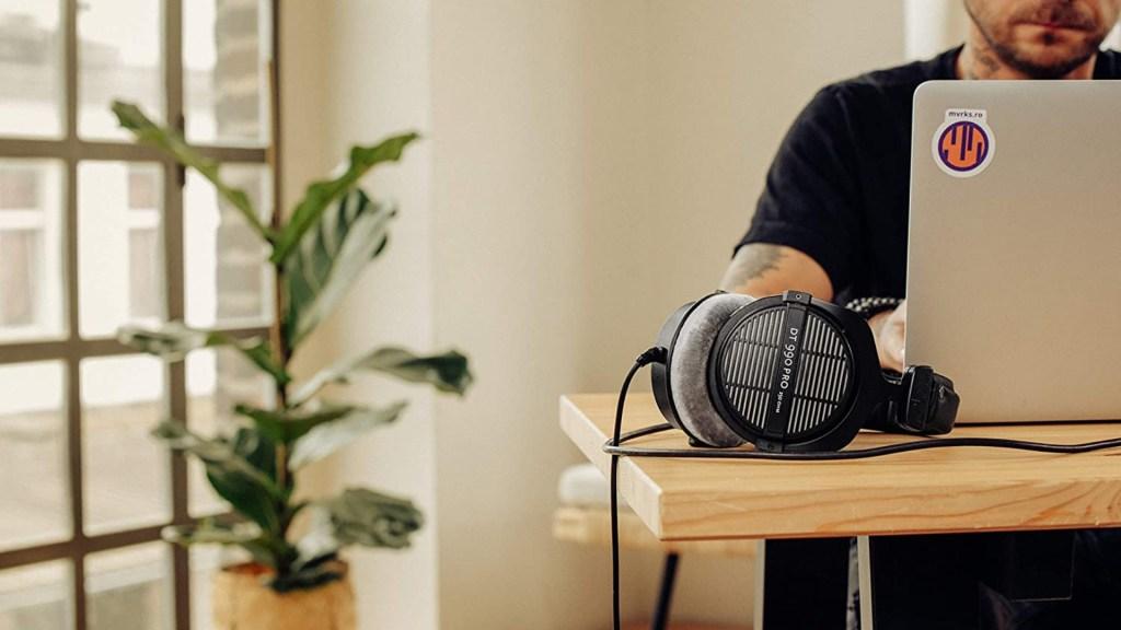 beyerdynamic dt 990 pro headphones apple music hi-fi