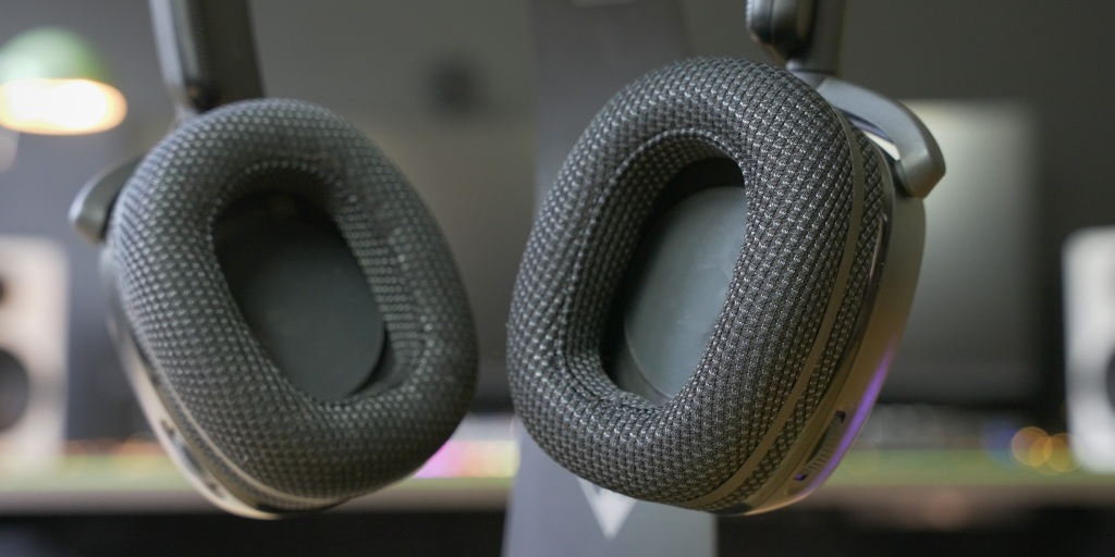 Deep earcups help to make the Syn Pro Air comfortable for longer gaming sessions.