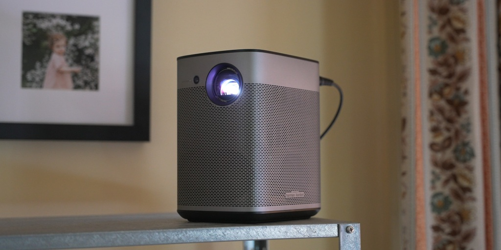 The projector can be placed to the side rather than directly in front of a projection surface.