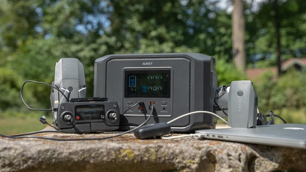 Aukey PowerZeus 500 charging laptop and equipment.