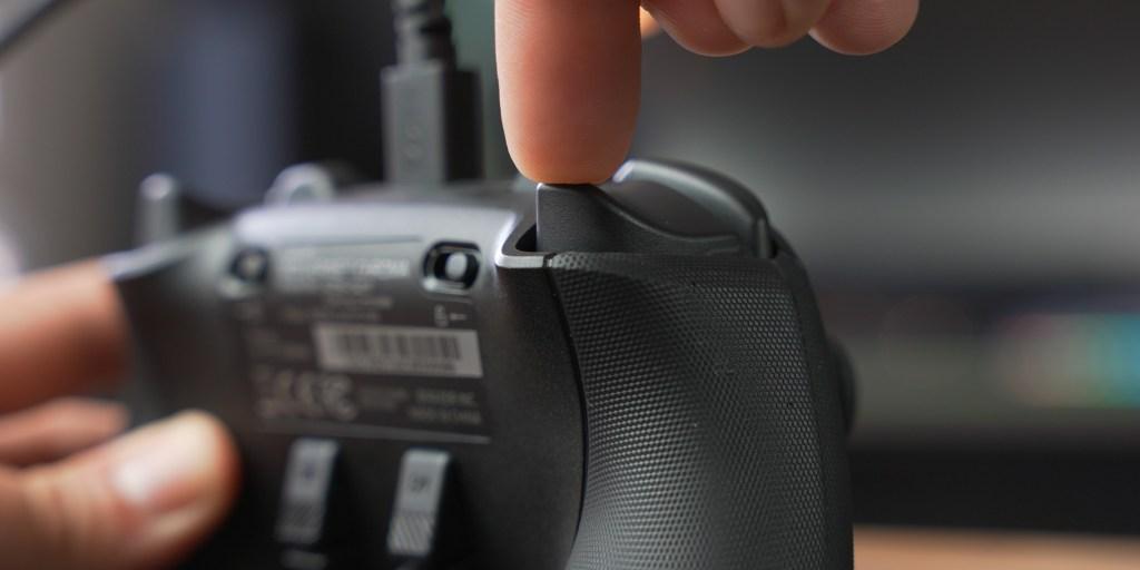 Trigger locks on the Razer Wolverine V2 Chroma