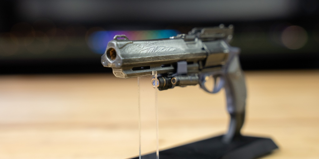 Bungie Rewards Hawkmoon mini replica has great details for the small size