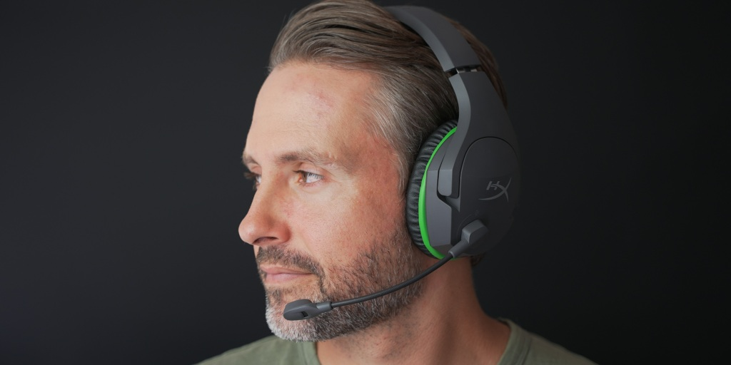 The CloudX Stinger Core wireless is light with soft earcups.