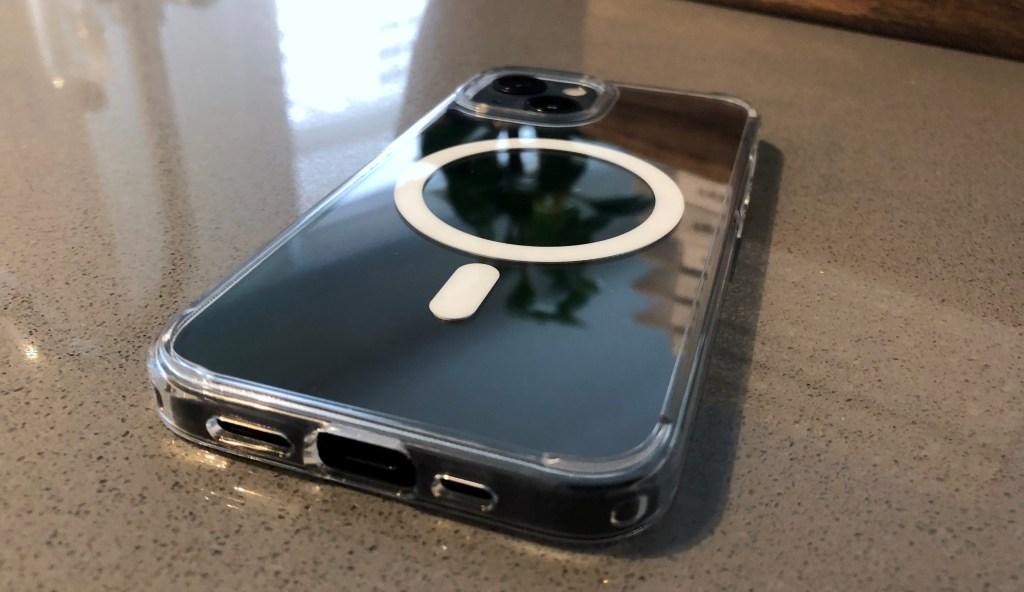 Spigen iPhone 13 Ultra Hybrid Mag case image
